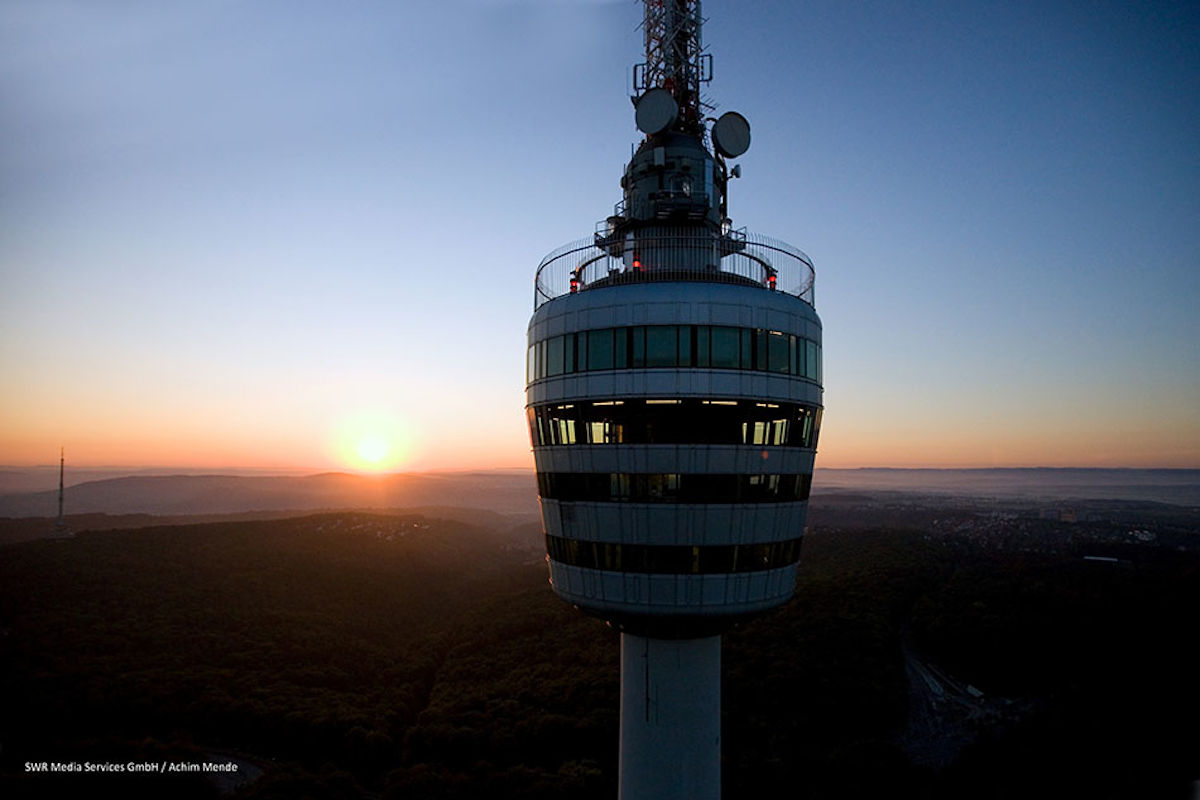 At the 'early birds' event you can admire the sunrise high above the city.
